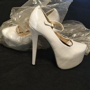 (New)White snake print Platform Heels